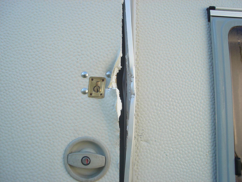 Extractor Baño Leroy:Me Han Destrozado La Puerta Para Robar Dos Cortinas