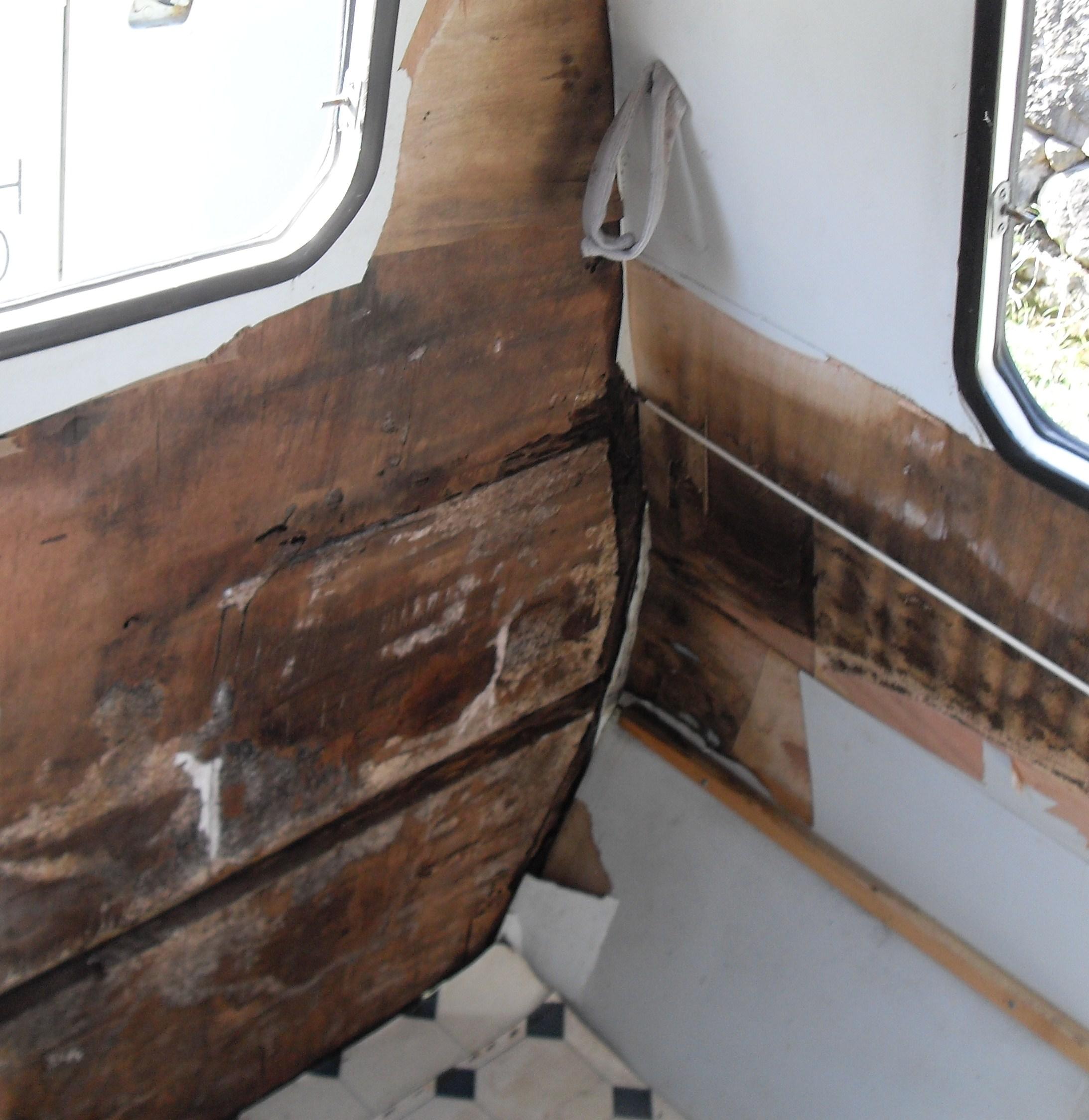 Reforma Baño Caravana:tuvimos que cambiar incluso la chapa